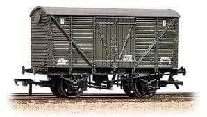 Bachmann 38-162 12t BR Planked Ventilated Van Departmental Olive Green