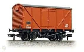 Bachmann 38-170B 12 Ton BR plywood ventilated van in early BR Bauxite livery