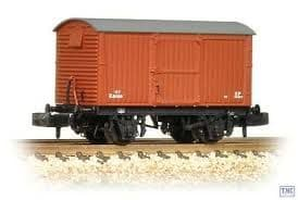 Graham Farish 377-980 - 12 Ton Eastern Ventilated Van Corrugated Ends BR Early Bauxite