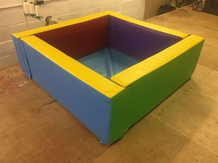 "MULTI COLOURED Soft Play Ball Pond *4.6ft  x 4.6ft x 16"" x 6inch"