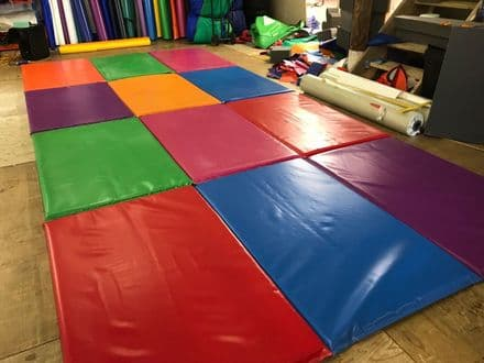 New Soft Play Mats folding sets of 3 mats,5ft x 3ft each mat 5ft x 9ft per set (2)