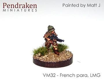 <n>VM32 </n>French para with Chatellerault FM24/29 LMG, standing