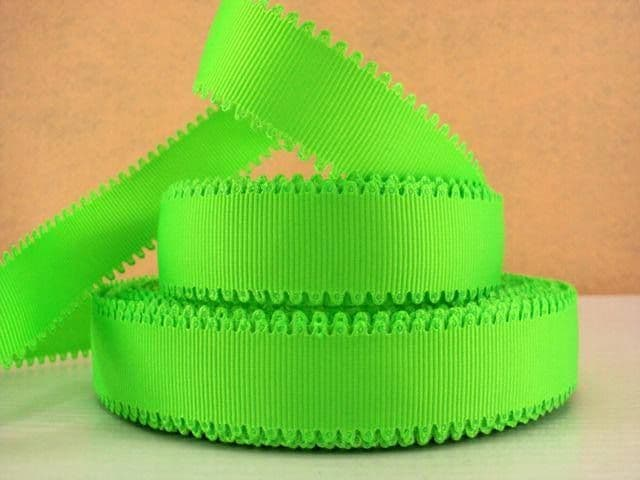 1 METRE OF WAVE EDGE BRIGHT GREEN RIBBON SIZE 7/8s BOWS HEADBANDS