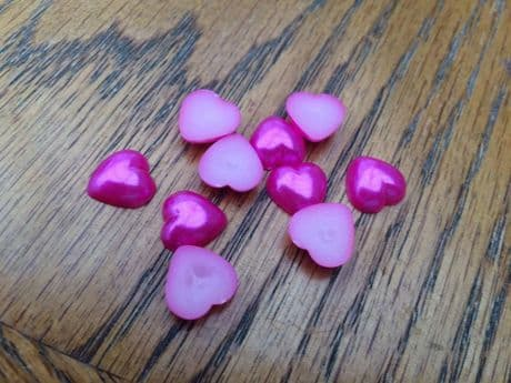 10 x 12MM BRIGHT PINK HEART PEARL AFFECT FLAT BACK RESIN CENTRES HEADBANDS BOWS CARD MAKING