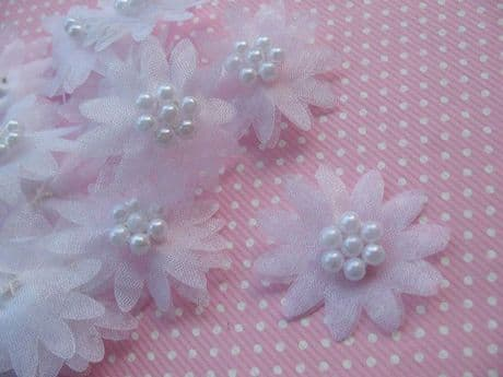 10 X WHITE ORGANZA DAISY BEADED FLOWER EMBELLISHMENTS HEADBAND APPLIQUES HAIR BOWS